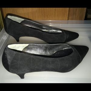 New Susan Bennis Black Suede 8B Italy fit 7B